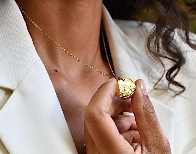 Médaille gravé femme or